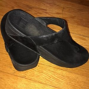 FITFLOPS black wedge flip flops